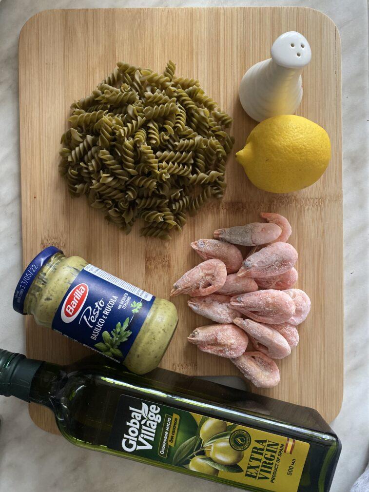 Фото рецепта - Паста с креветками и песто - шаг 1