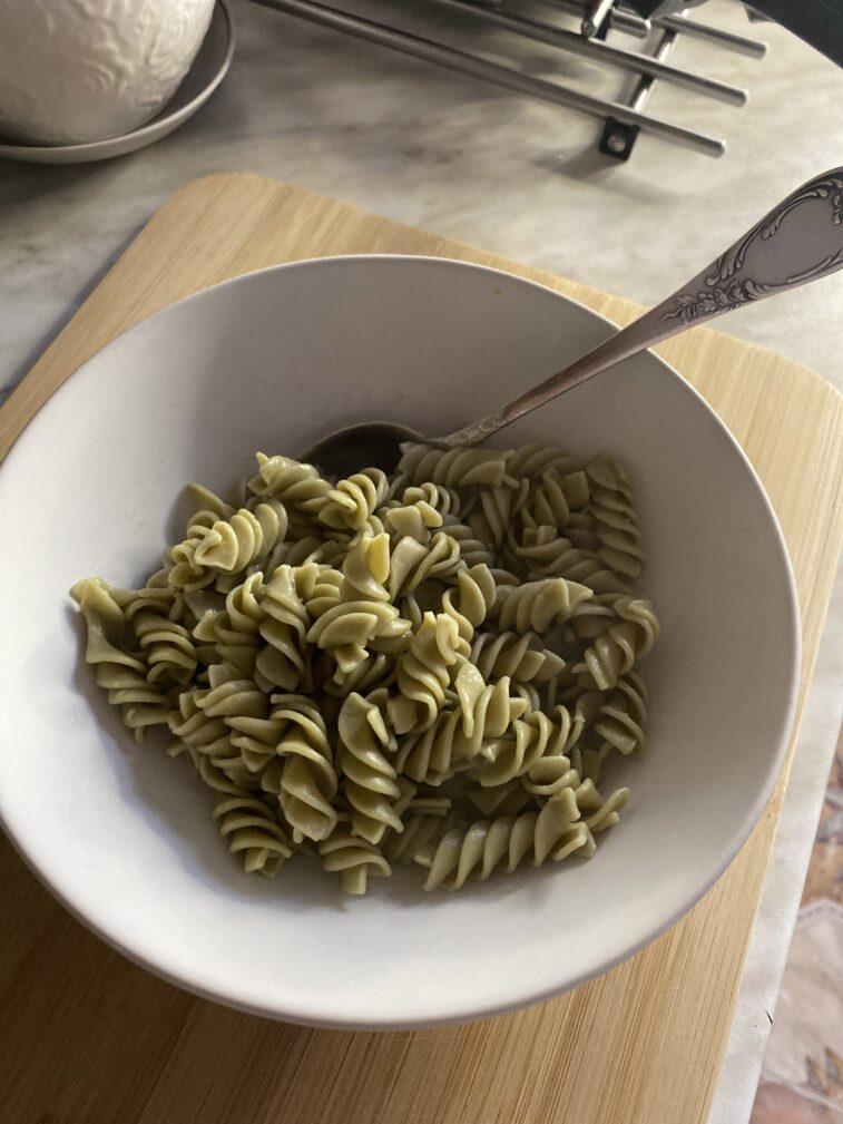 Фото рецепта - Паста с креветками и песто - шаг 4