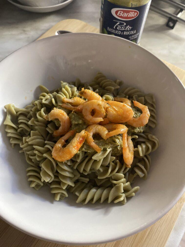 Фото рецепта - Паста с креветками и песто - шаг 6