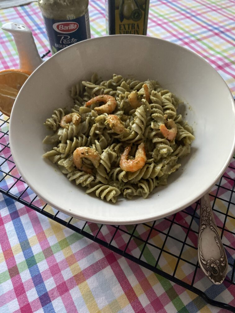 Фото рецепта - Паста с креветками и песто - шаг 7