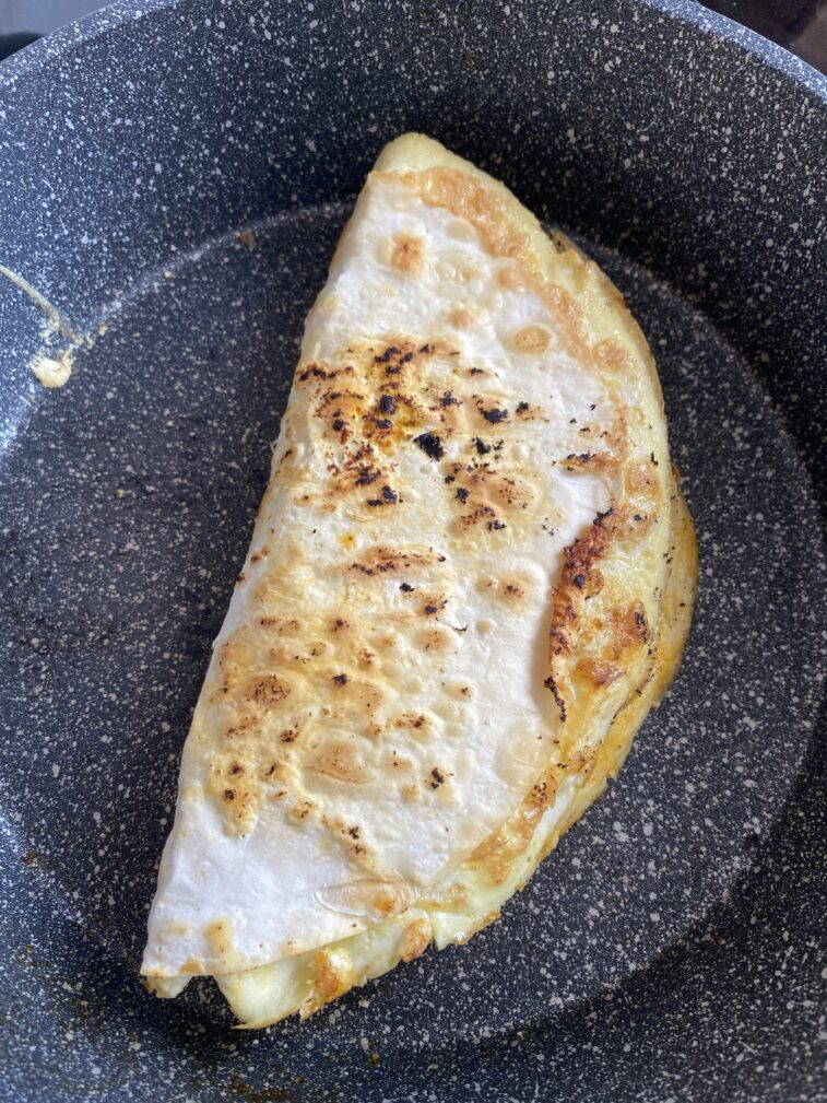 Фото рецепта - Омлет в лаваше с начинкой - шаг 8