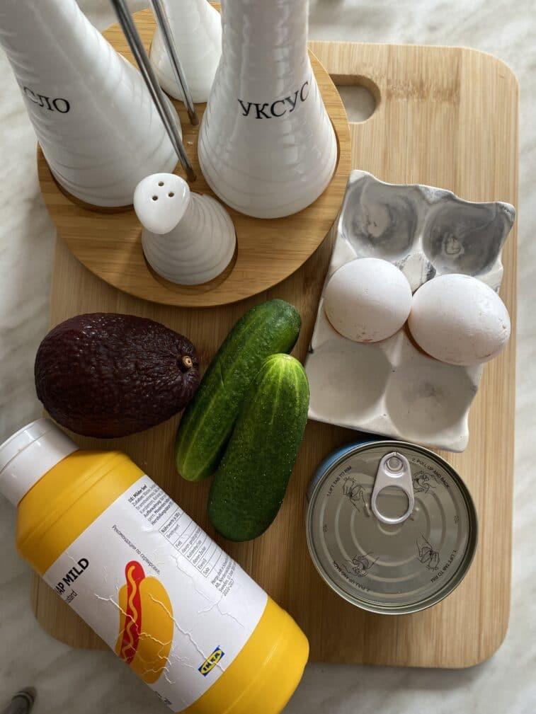 Фото рецепта - Салат с тунцом и авокадо - шаг 1