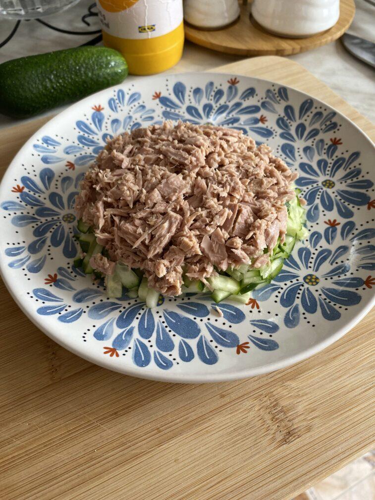 Фото рецепта - Салат с тунцом и авокадо - шаг 7