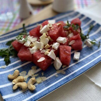Салат с арбузом и брынзой - рецепт с фото