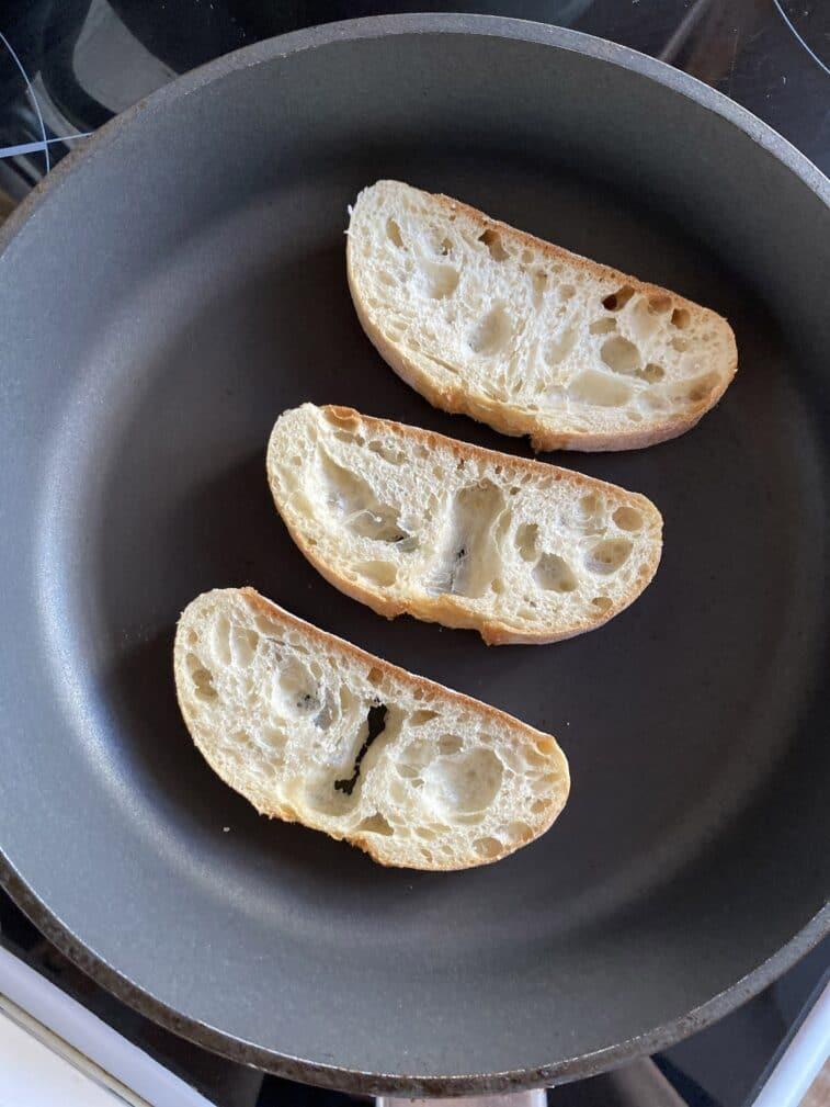 Фото рецепта - Брускетта с инжиром и сыром - шаг 2