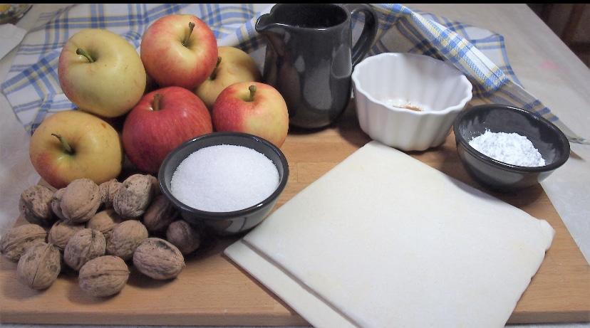 Фото рецепта - Яблочные розы - шаг 1