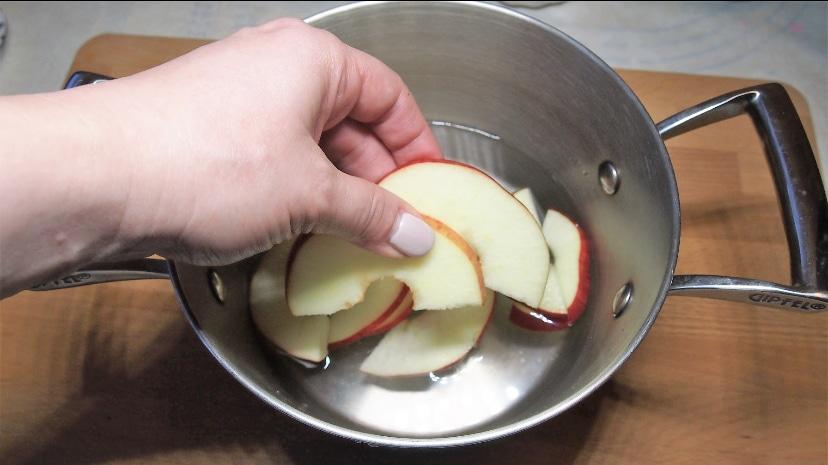 Фото рецепта - Яблочные розы - шаг 8