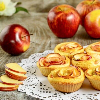 Кексы с яблоками Розочки
