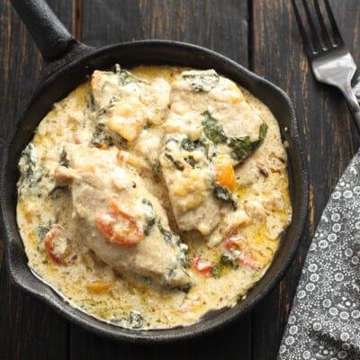 Курица в сливочно-чесночном соусе с помидорами и шпинатом - рецепт с фото