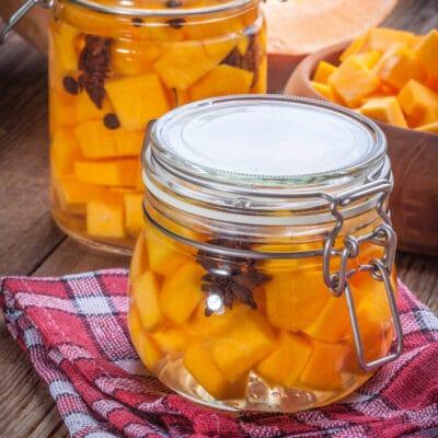 Маринованная тыква с лимонным соком и пряностямиМаринованная тыква с лимонным соком и пряностями