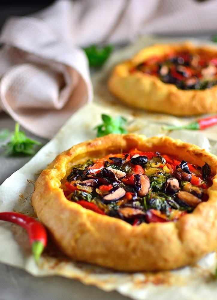 Фото рецепта - Открытый пирог с овощами и зеленью - шаг 5