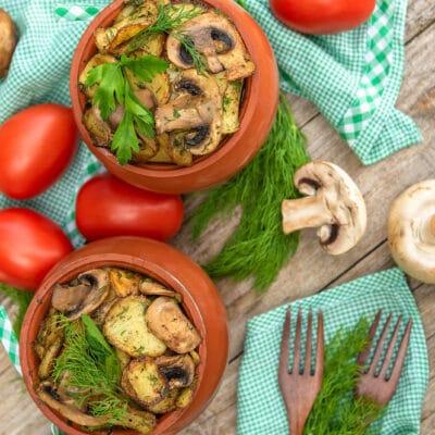 Овощное рагу с грибами в горшочках