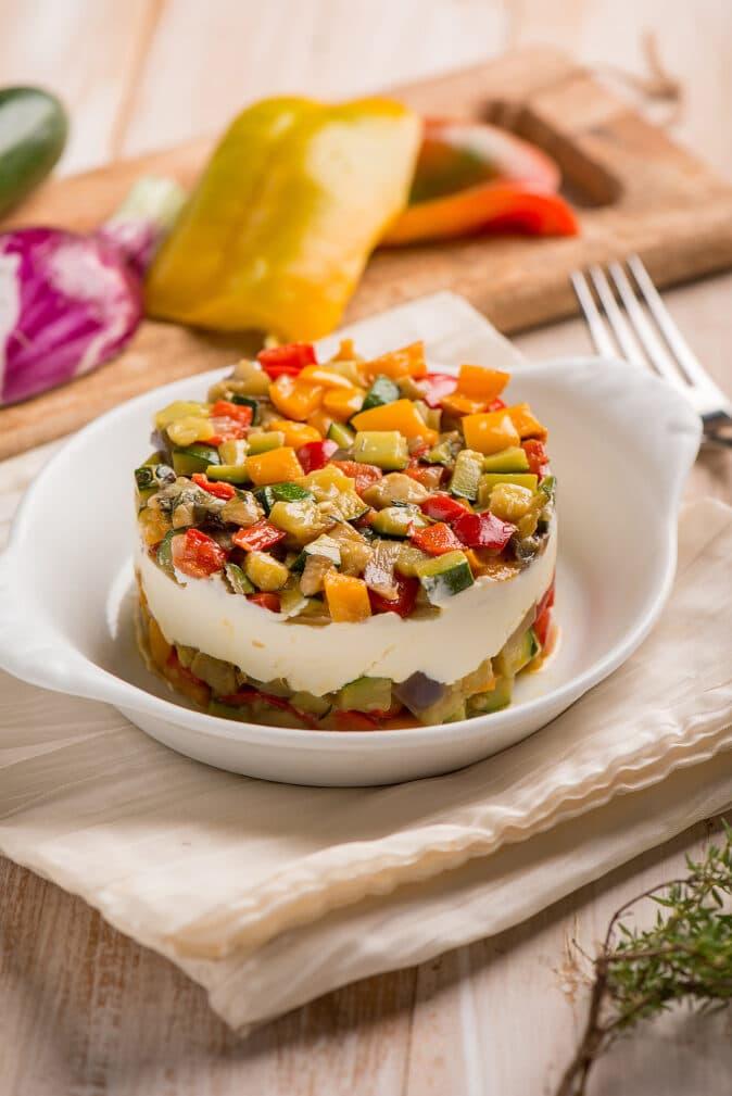 Фото рецепта - Овощной теплый салат с сыром - шаг 6