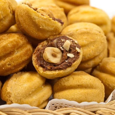 Печенье «Орешки» со сгущенкой и орехами - рецепт с фото