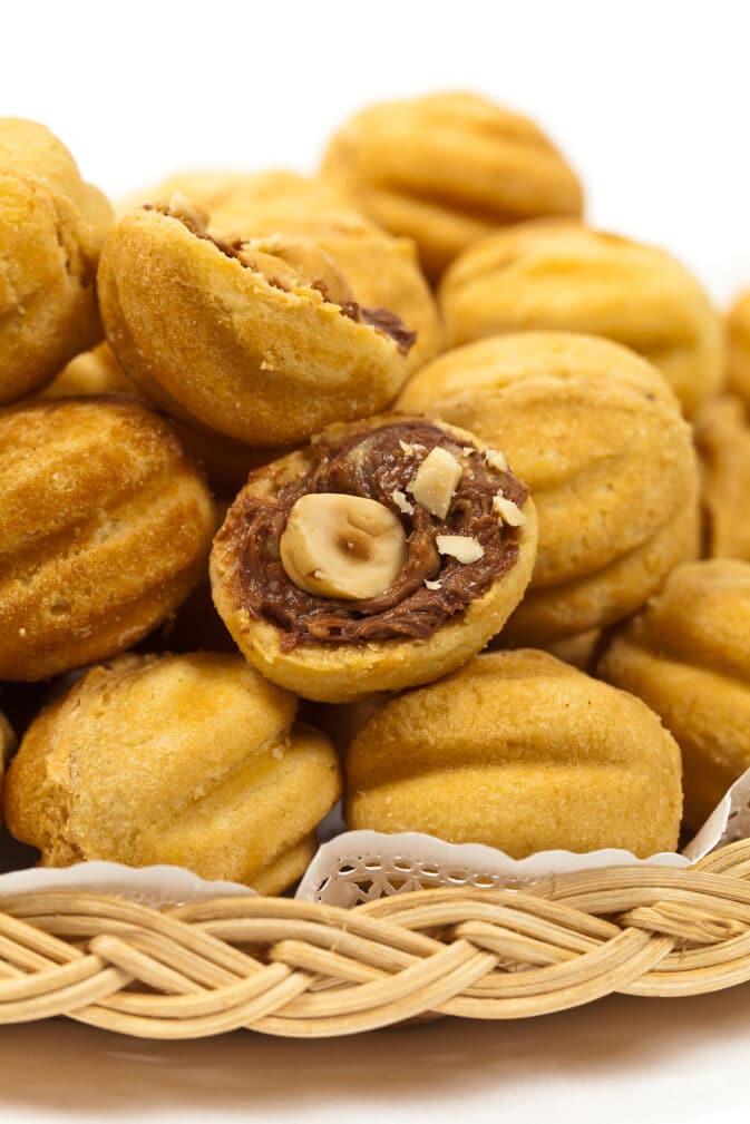 Фото рецепта - Печенье «Орешки» со сгущенкой и орехами - шаг 8