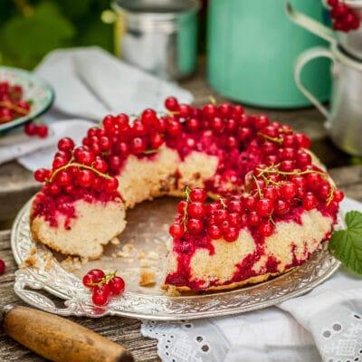 Пирог-перевертыш с пропиткой из красной смородины - рецепт с фото