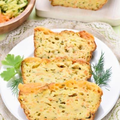 Полусладкий хлеб с кабачками, морковью, сыром