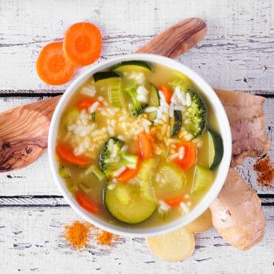 Рисовый суп с овощами и имбирем