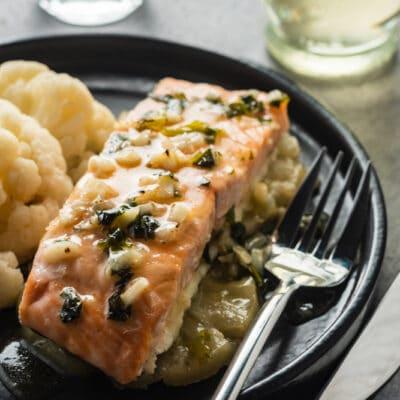 Рыбу под чесночным соусом