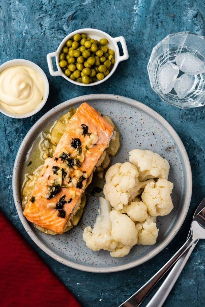Фото рецепта - Рыбу под чесночным соусом - шаг 4