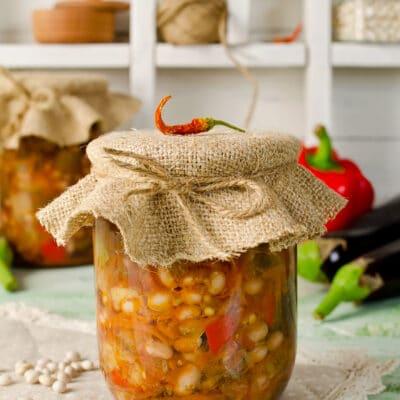 Салат из фасоли с овощами (на зиму)