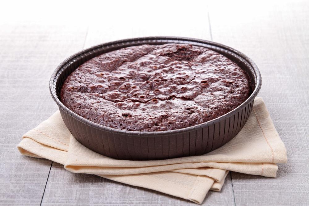 Фото рецепта - Шоколадный бисквит на кефире (без яиц) - шаг 4