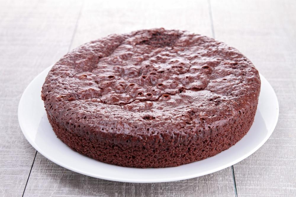 Фото рецепта - Шоколадный бисквит на кефире (без яиц) - шаг 5