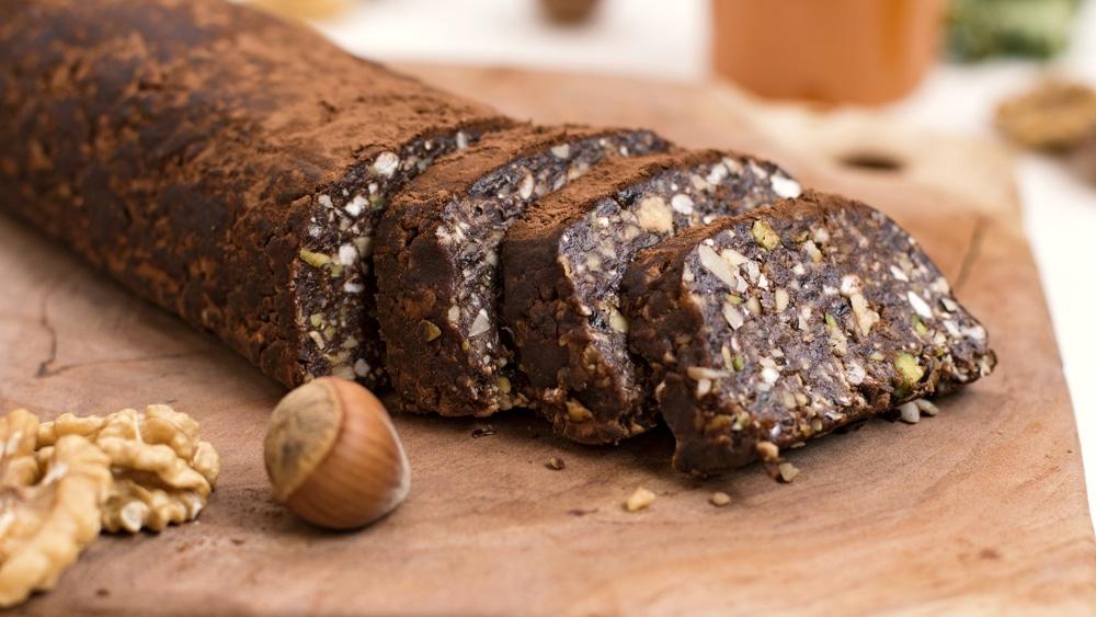 Сладкая колбаска с орешками