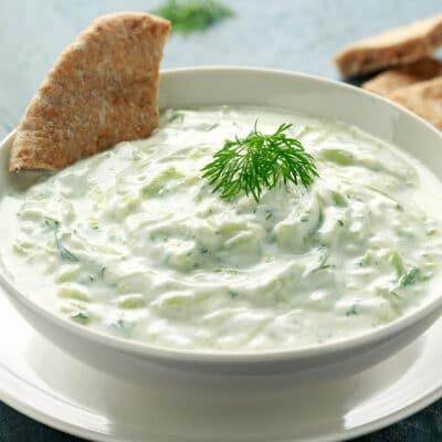 Соус цацики из белого йогурта