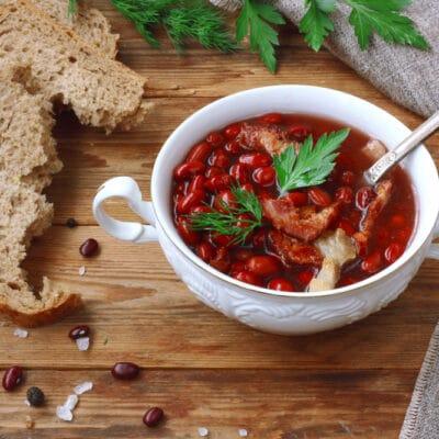 Суп из красной фасоли с копченым беконом