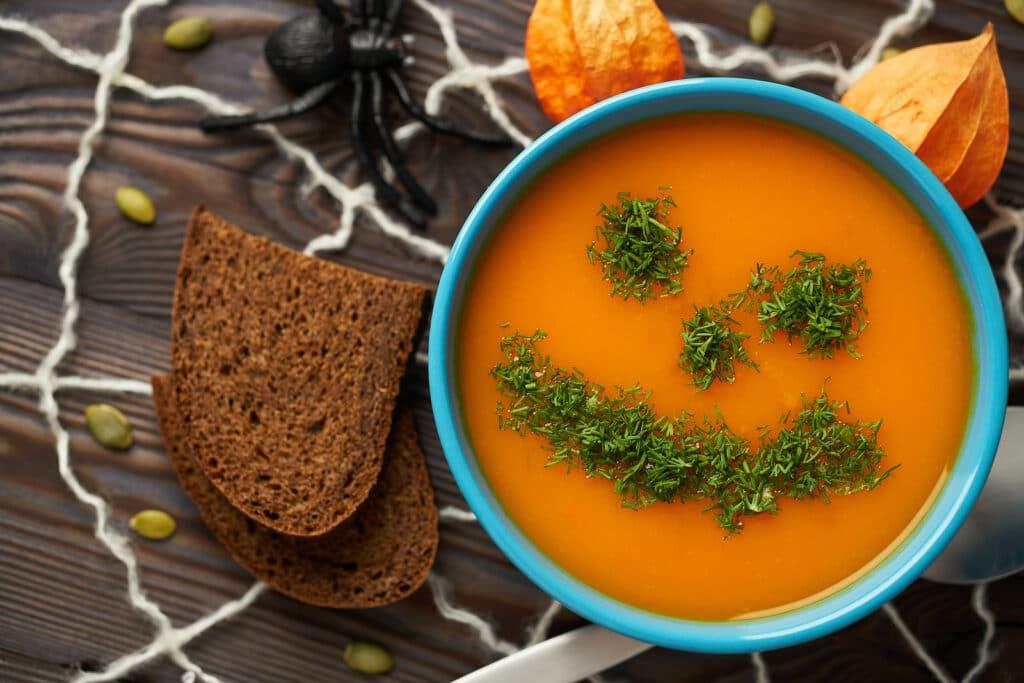 Фото рецепта - Суп-пюре из тыквы и моркови - шаг 5