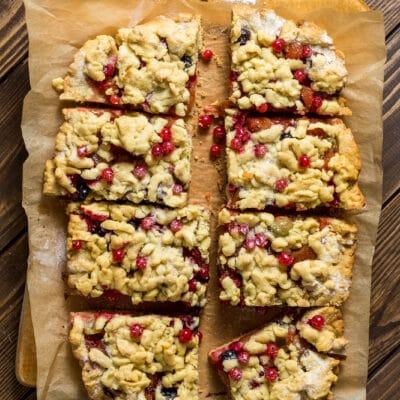 Тертый пирог с ягодами - рецепт с фото