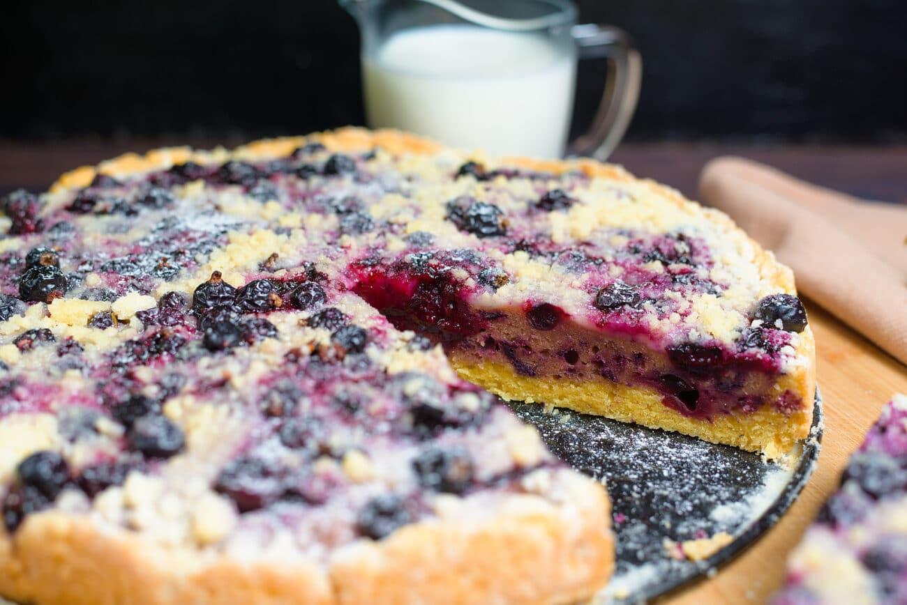Тертый пирог с ягодами смородины