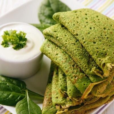 Тонкие блинчики со шпинатом - рецепт с фото