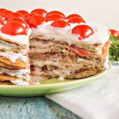 Торт из кабачковых блинов с помидорами