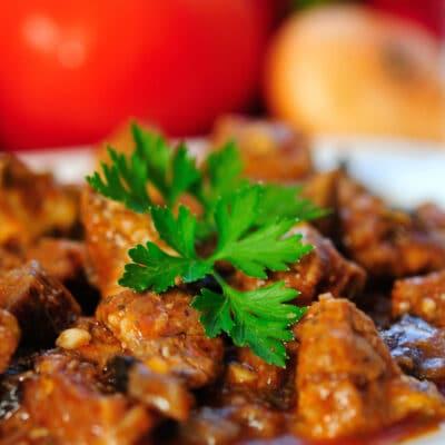 Тушеная свинина под соусом - рецепт с фото