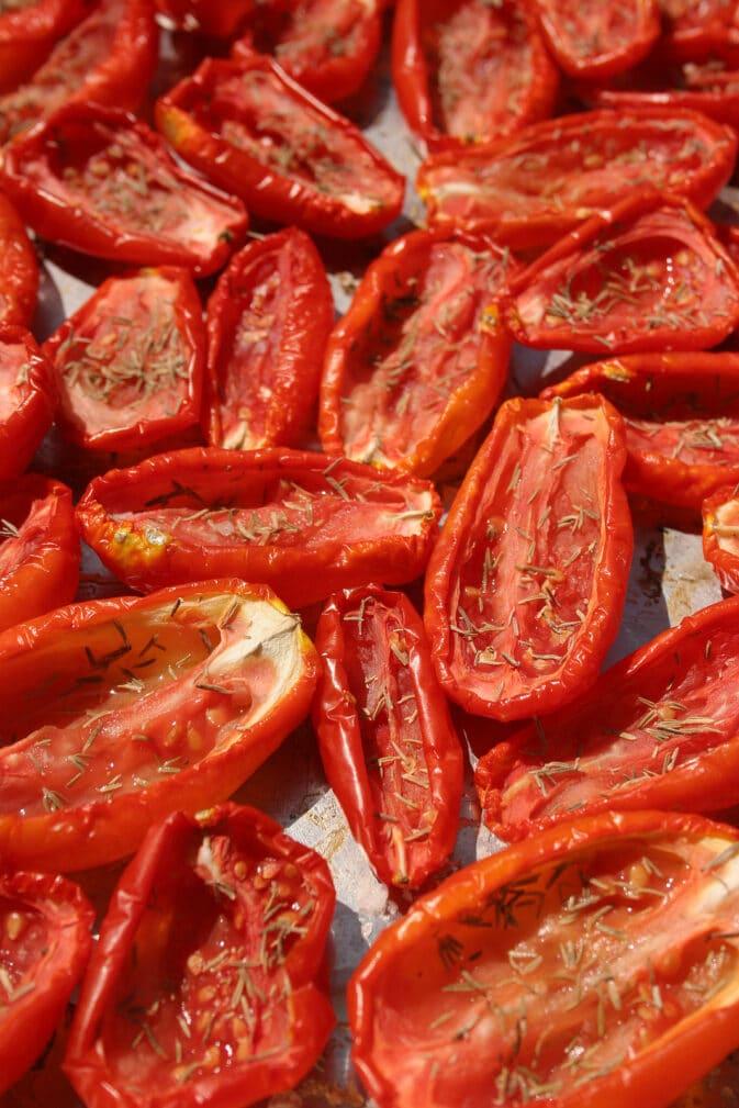 Фото рецепта - Вяленые томаты с тимьяном - шаг 4