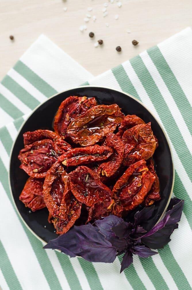 Фото рецепта - Вяленые томаты с тимьяном - шаг 5