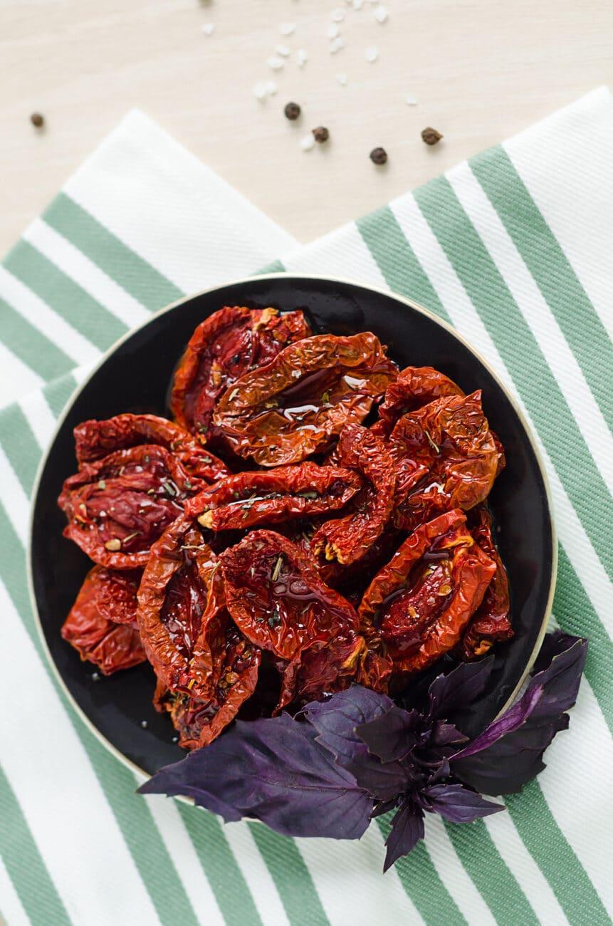 Вяленые томаты с тимьяном