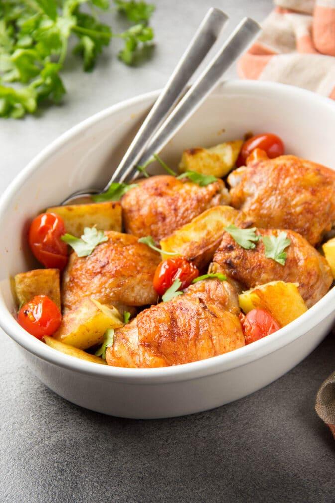 Фото рецепта - Запеченные куриные бедра с овощами - шаг 5