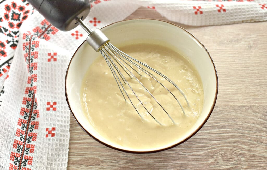 Фото рецепта - Заливной пирог на сметане с картофелем и курицей - шаг 1