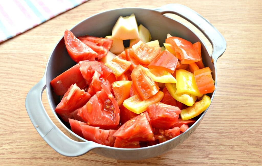 Фото рецепта - Кабачковая аджика с помидорами и перцем - шаг 2