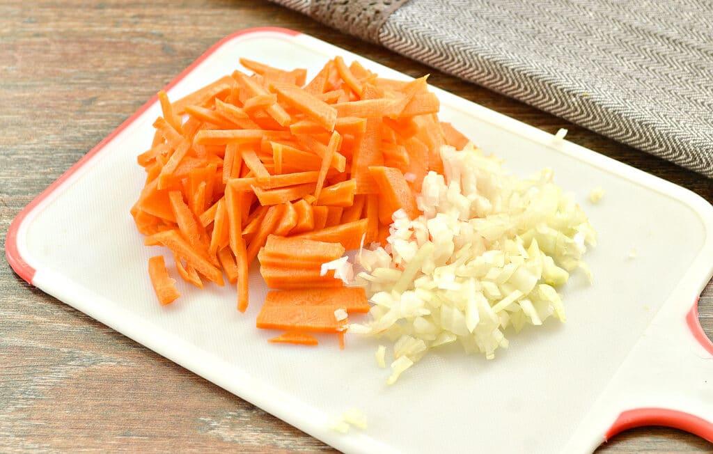 Фото рецепта - Овощное рагу со свининой, капустой и кабачками - шаг 2