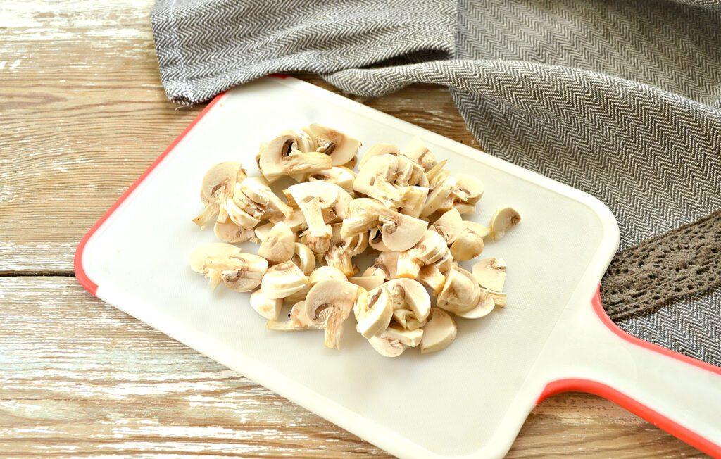 Фото рецепта - Картофельный суп с курицей и грибами - шаг 3