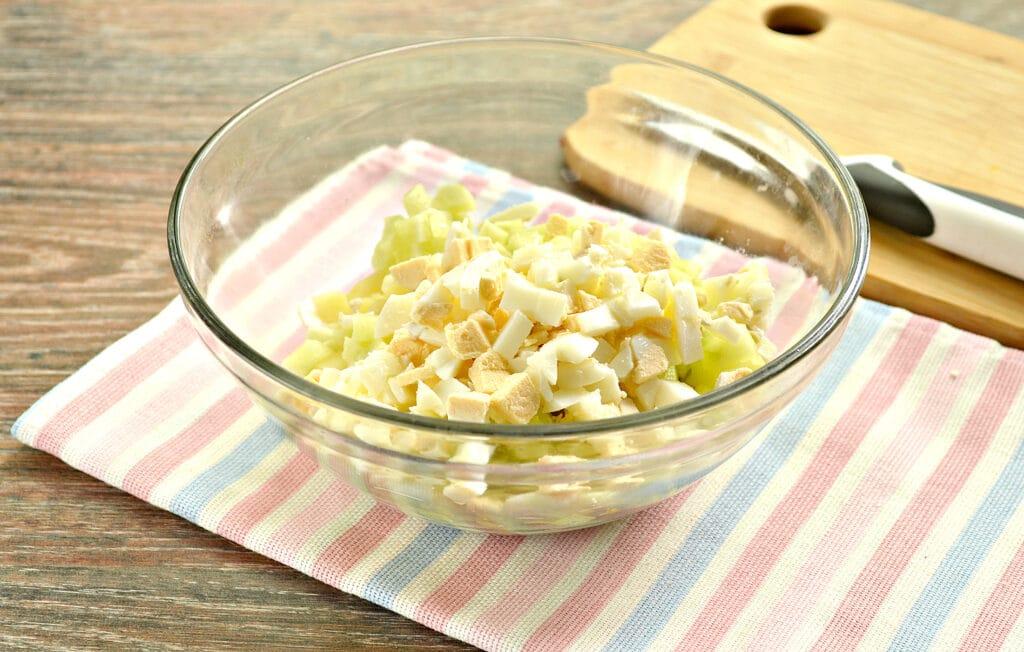 Фото рецепта - Салат со свининой, горошком и свежим огурцом - шаг 4