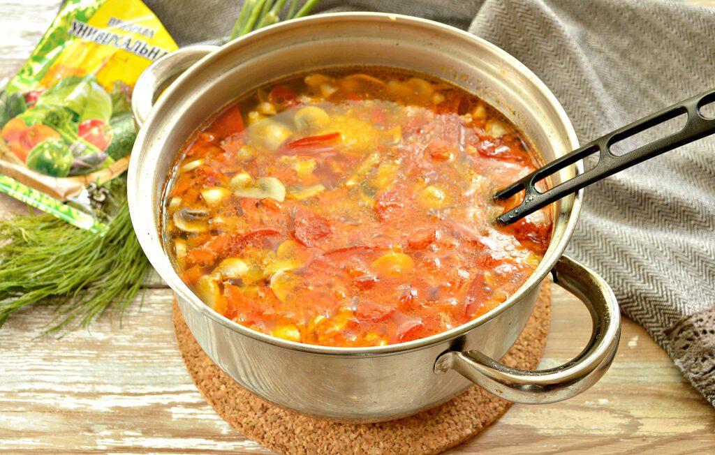 Фото рецепта - Картофельный суп с курицей и грибами - шаг 6