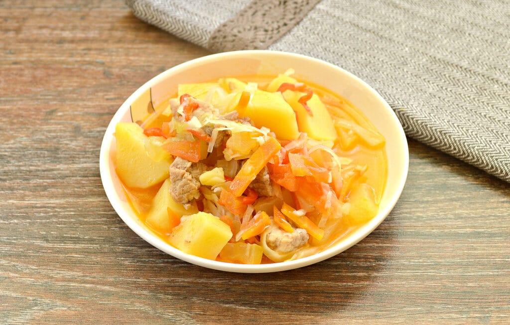 Фото рецепта - Овощное рагу со свининой, капустой и кабачками - шаг 6