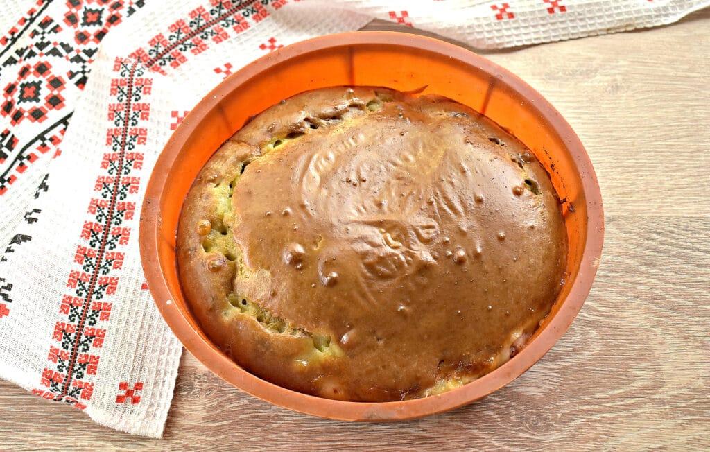 Фото рецепта - Заливной пирог на сметане с картофелем и курицей - шаг 6