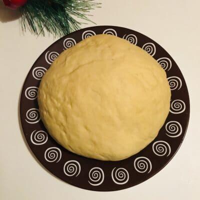Дрожжевое тесто для пиццы на кислом молоке - рецепт с фото