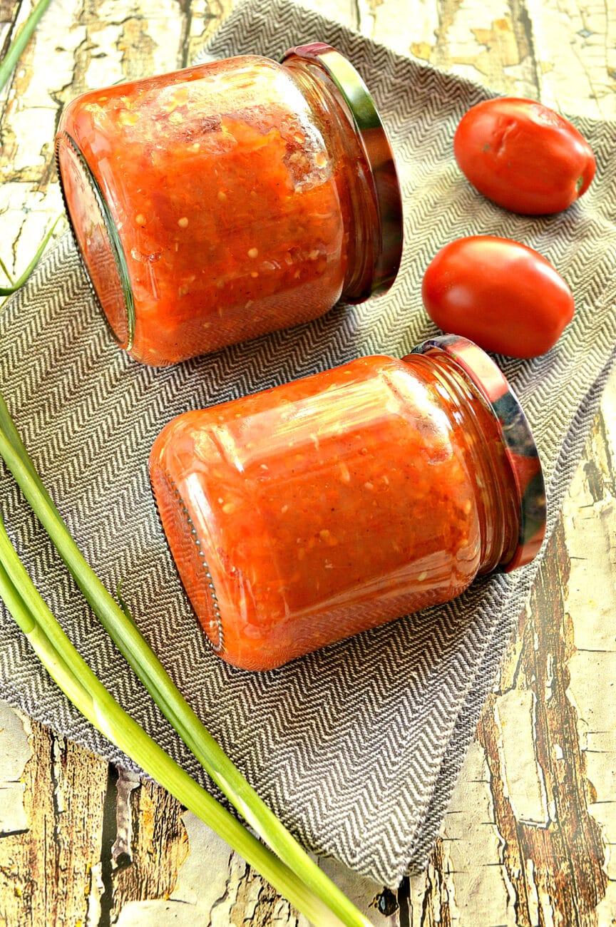 Кабачковая аджика с помидорами и перцем